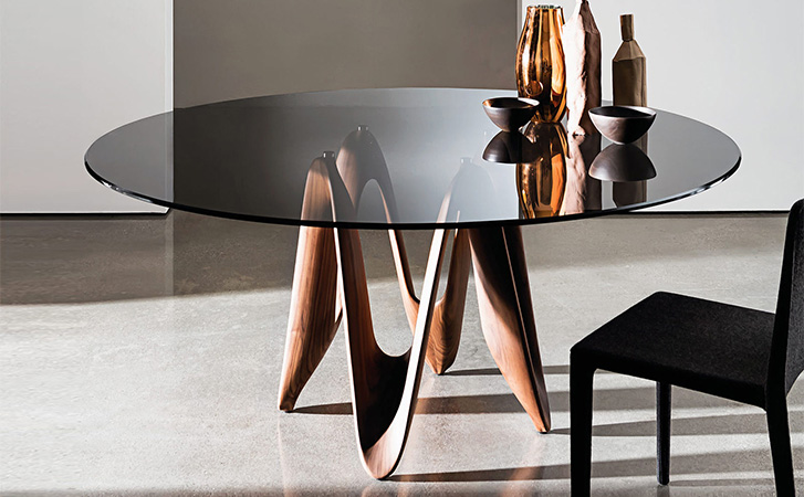 the table has been inspired by the dynamism of a moving element like the ribbon of a gymnast that vaults in the air drawing natural and soft shapes