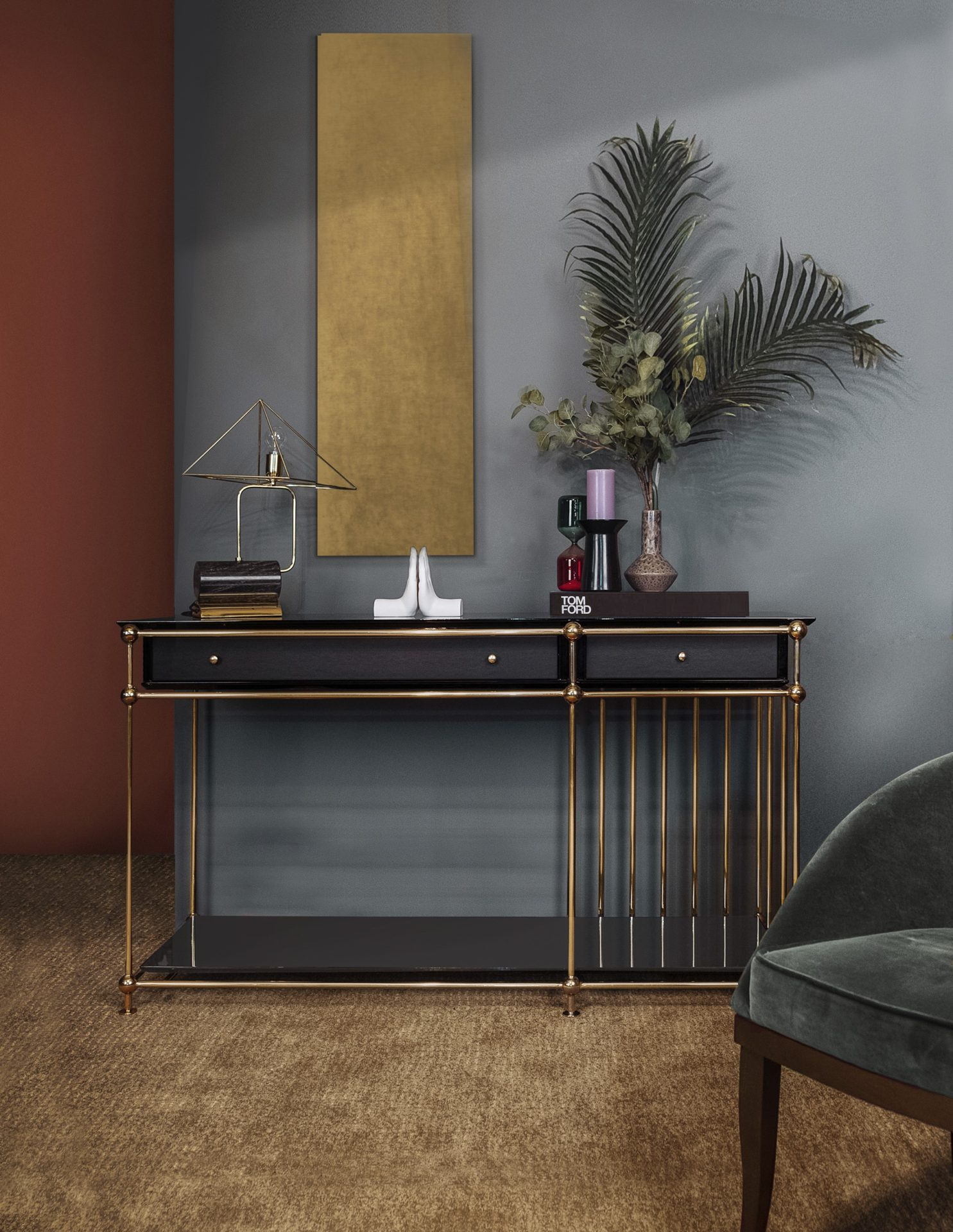 Vegas Console with White House table lamp